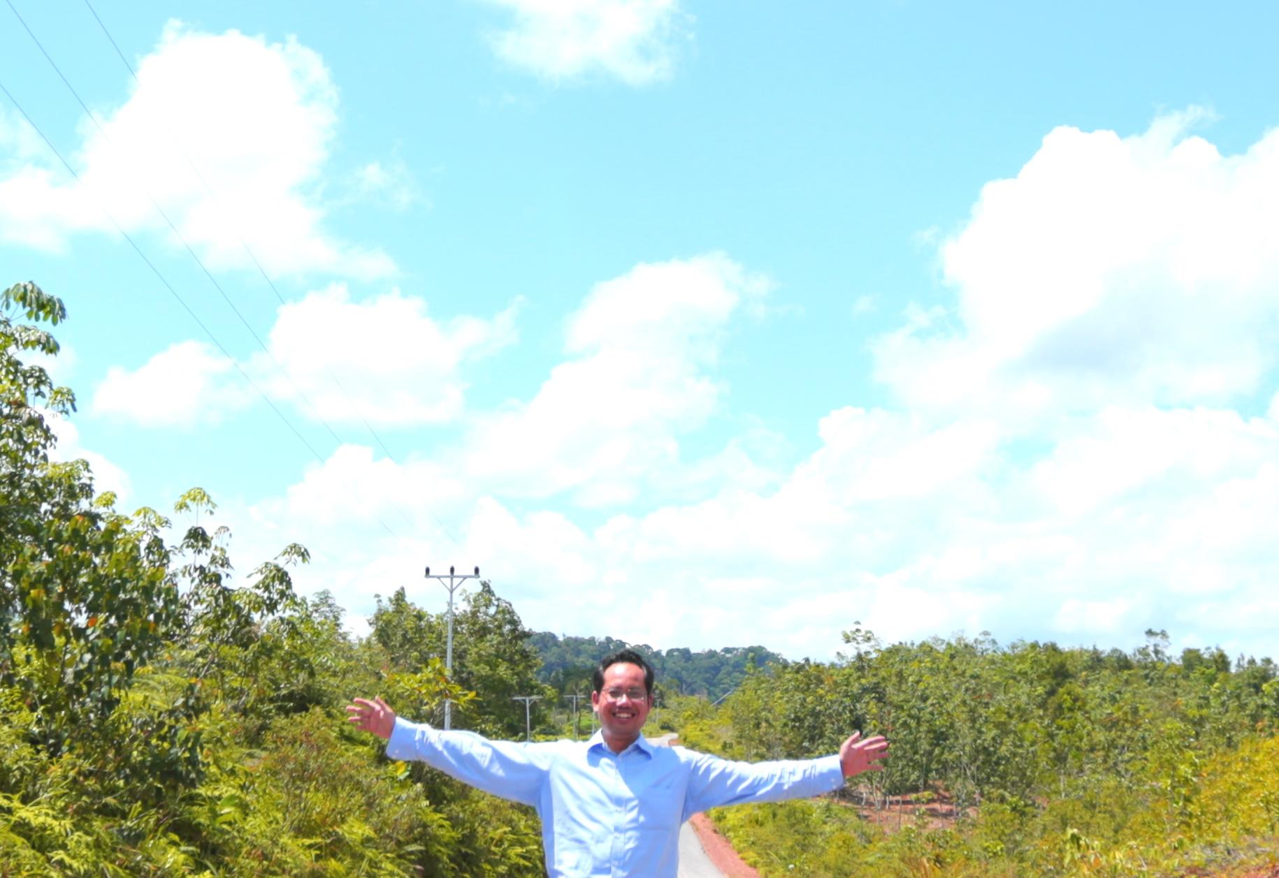Yos W Hadi in Badau